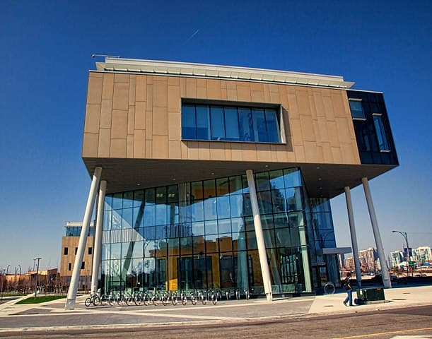 Sheridan College by ^ Missi ^ from Mississauga, Canada [CC BY 2.0 (https://creativecommons.org/licenses/by/2.0)]