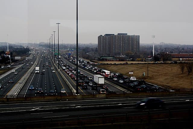 Traffic in Toronto by Danielle Scott [CC BY-SA 2.0 (https://creativecommons.org/licenses/by-sa/2.0)]
