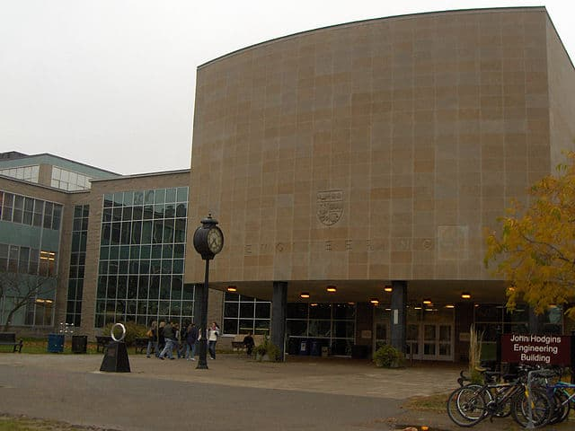 McMaster Engineering Building by Shanel [CC BY-SA 3.0 (http://creativecommons.org/licenses/by-sa/3.0/)]