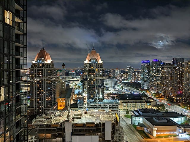 Mississauga by Sikander Iqbal / CC BY-SA (https://creativecommons.org/licenses/by-sa/4.0)