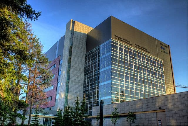 National Institute for Nanotechnology by WinterE229 WinterforceMedia [Public domain]