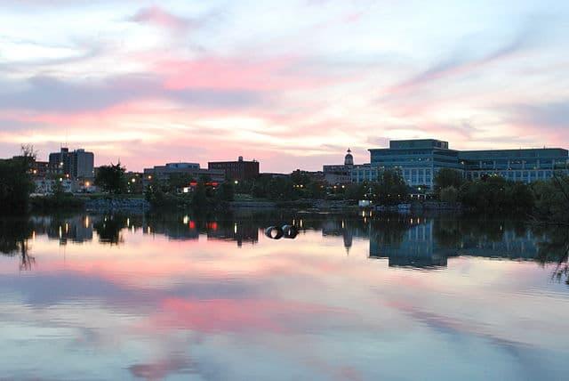 Peterborough by Jkentrandall / CC BY-SA (https://creativecommons.org/licenses/by-sa/3.0)