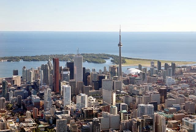 Toronto by Taxiarchos228 [CC BY-SA 3.0 (http://creativecommons.org/licenses/by-sa/3.0/)]