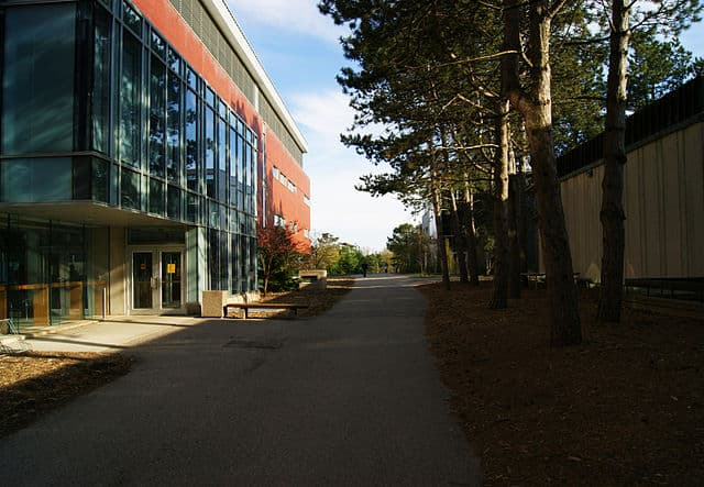 University of Waterloo by Victor Vucicevich [CC BY-SA (https://creativecommons.org/licenses/by-sa/3.0)]