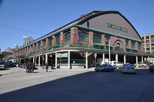 St. Lawrence Market by Ludger Heide / CC BY-SA (https://creativecommons.org/licenses/by-sa/2.0)