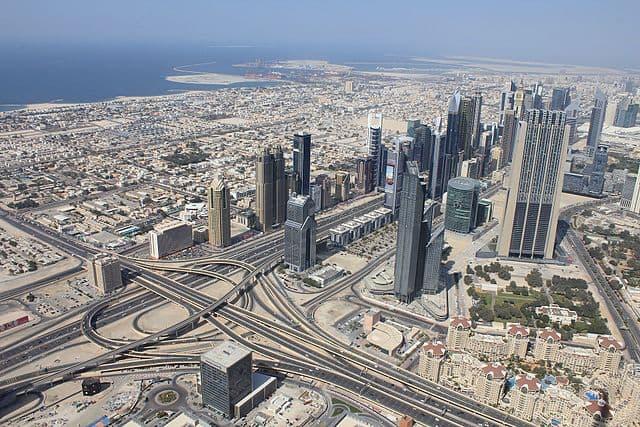 Dubai by Xiaotong Gao [CC BY-SA 3.0 (https://creativecommons.org/licenses/by-sa/3.0)]