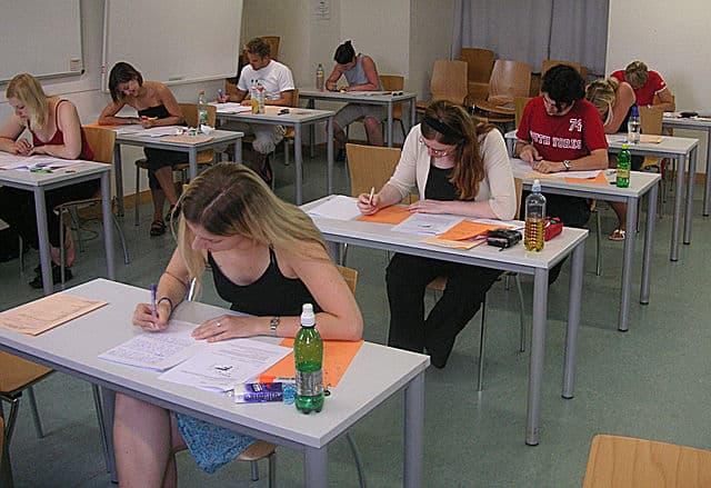 Exam By KF [Public domain], via Wikimedia Commons
