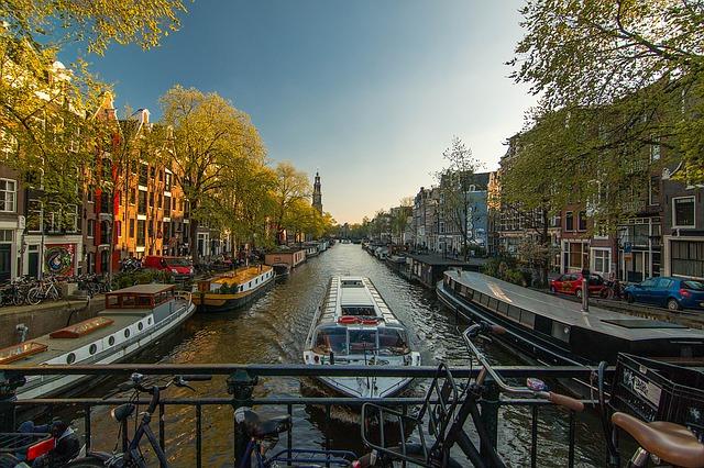 Amsterdam via https://pixabay.com/en/amsterdam-channel-netherlands-1089646/