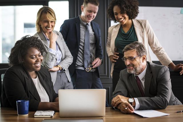 Business People via https://pixabay.com/en/analyzing-people-brainstorming-3441040/