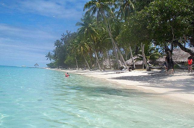 Beach in Bora Bora by https://www.flickr.com/photos/reservasdecoches/