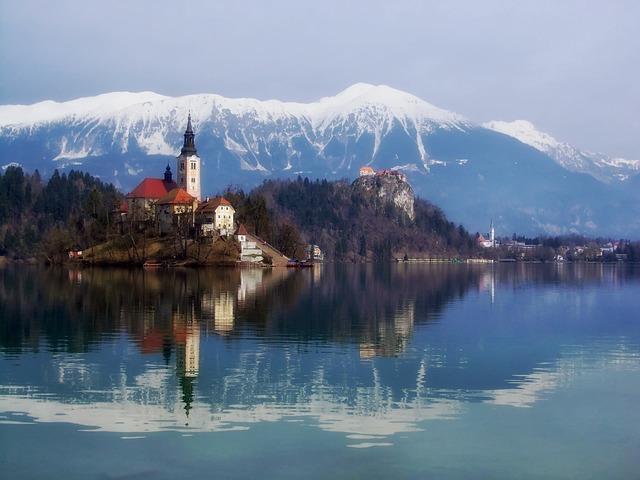 Blejski via https://pixabay.com/en/blejski-otok-slovenia-mountains-305902/