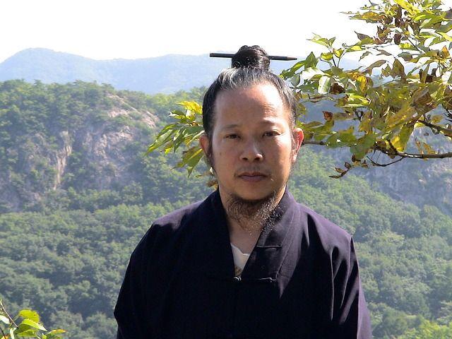 Chinese Monk via https://pixabay.com/en/monk-portrait-chinese-human-man-186094/