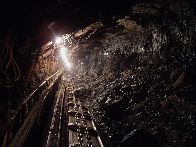 Mine shaft via https://pixabay.com/photos/coal-black-mineral-underground-1626368/