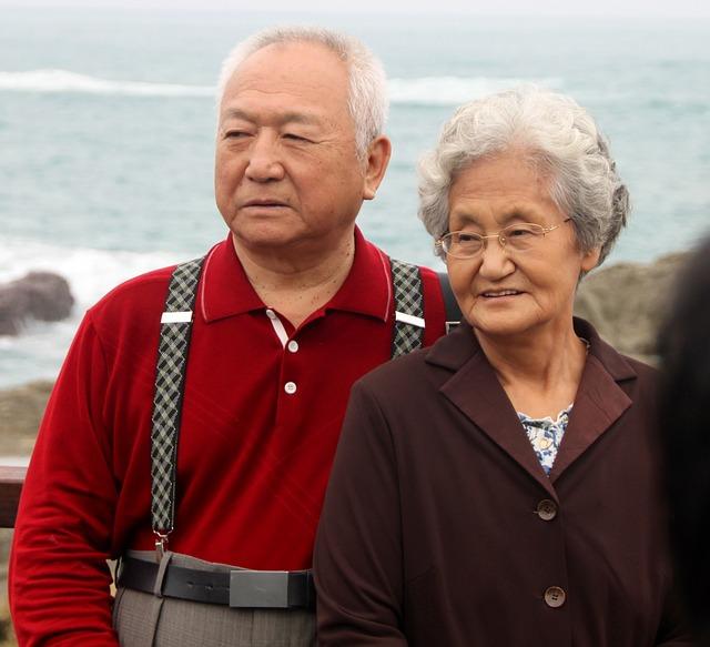 Old couple via https://pixabay.com/en/couple-man-woman-old-satisfied-579172/