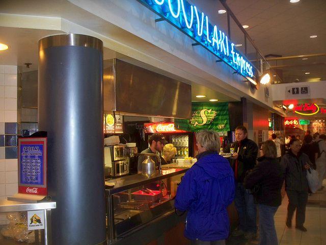 Fast Food Worker by https://www.flickr.com/photos/woodhead/