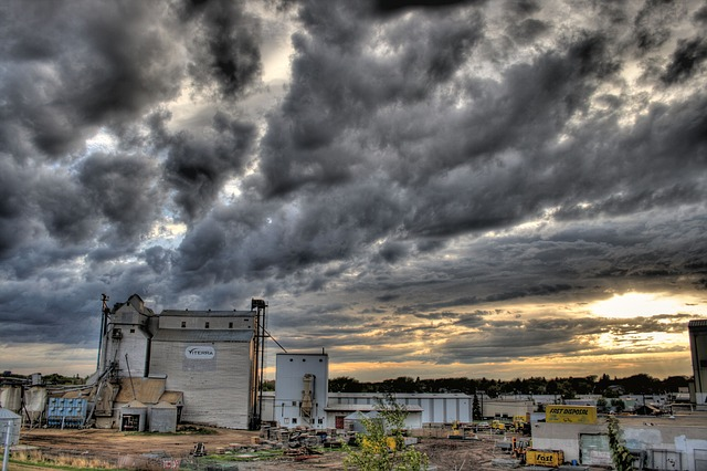 Grain company via https://pixabay.com/en/grain-handling-company-buildings-616558/