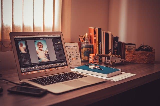 Home Office via https://pixabay.com/photos/notebook-mac-imac-macbook-desk-1284085/