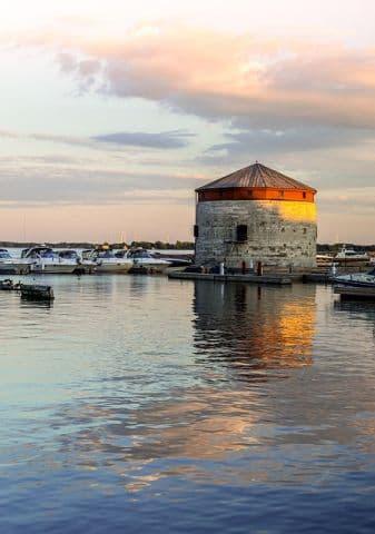 Kingston via https://pixabay.com/photos/marina-harbor-kingston-ontario-379618/