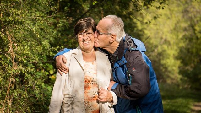 Old people via https://pixabay.com/en/grandparents-grandmother-grandfather-2198053/