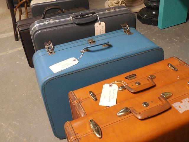 Suitcases via https://pixabay.com/en/luggage-suitcase-travel-journey-730599/