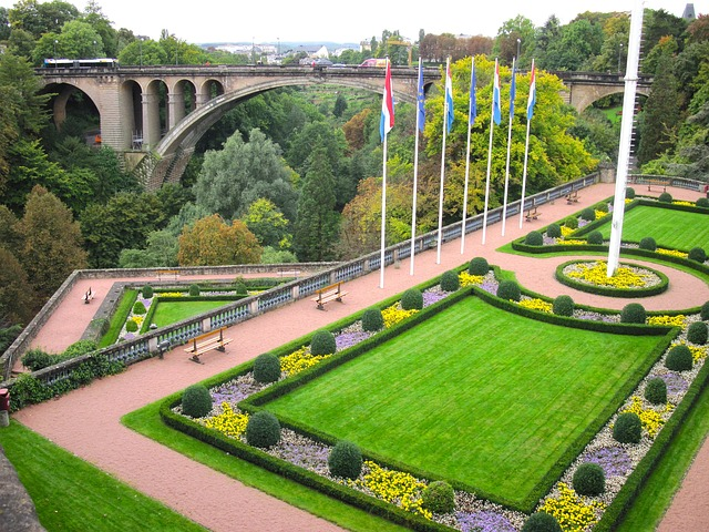 Luxembourg Flowers by https://pixabay.com/en/users/tpsdave/