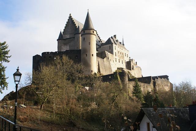 Vianden Castle, Luxembourg via https://pixabay.com/en/luxembourg-vianden-castle-203861/