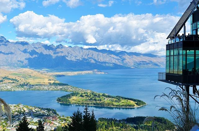 New Zealand via https://pixabay.com/en/new-zealand-lake-mountain-landscape-679066/