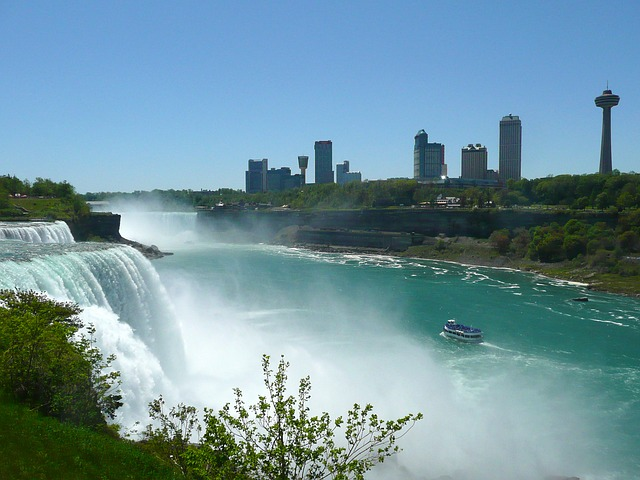 Niagara Falls via https://pixabay.com/en/niagara-falls-waterfall-skyline-54944/