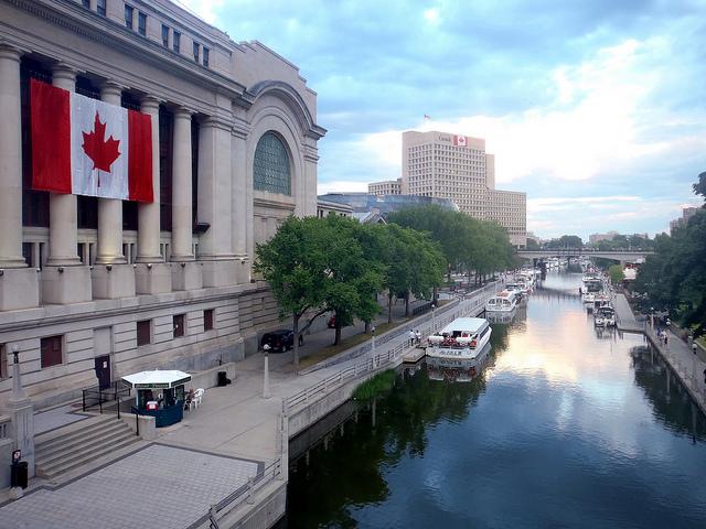 Ottawa by https://www.flickr.com/photos/hobolens/
