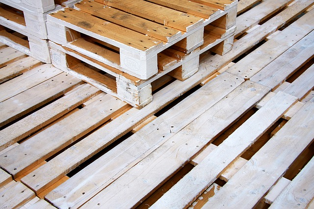 Pallets via https://pixabay.com/en/pallets-wooden-pallets-palette-wood-1523553/