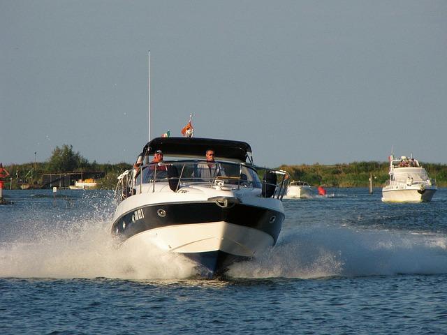 Powerboat via https://pixabay.com/en/powerboat-boat-speedboat-motorboat-350481/