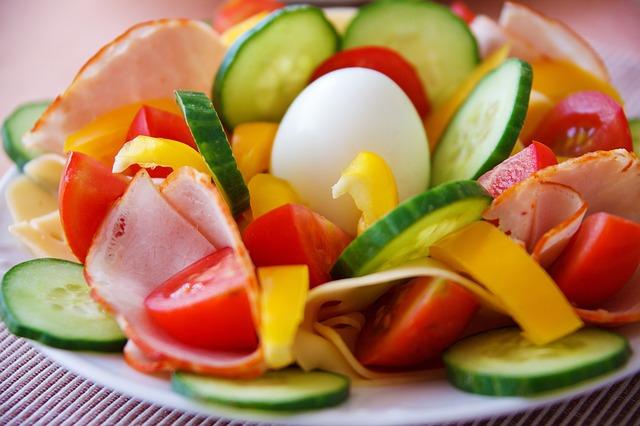 Quick meal via https://pixabay.com/en/breakfast-dinner-egg-food-fresh-21707/