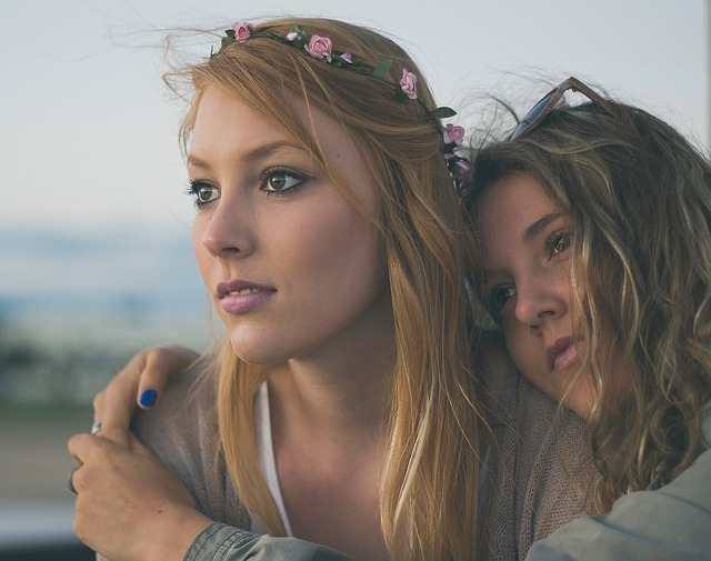 Sisters via https://pixabay.com/en/woman-women-girls-sisters-love-1246267/