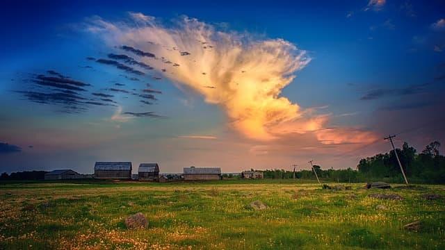 Farm via https://pixabay.com/photos/sky-nature-panorama-grass-3153572/