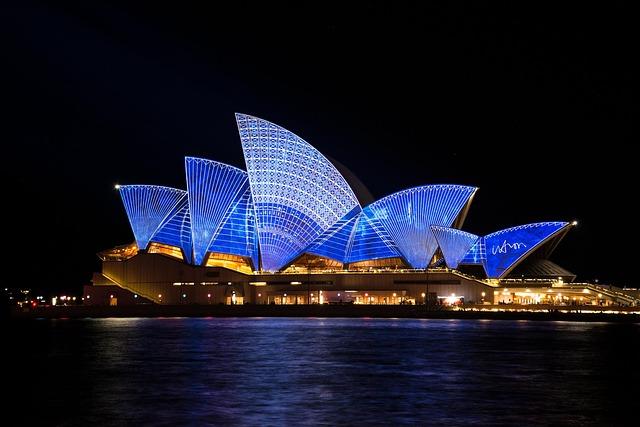 Sydney Opera House via https://pixabay.com/en/sydney-opera-house-australia-363244/