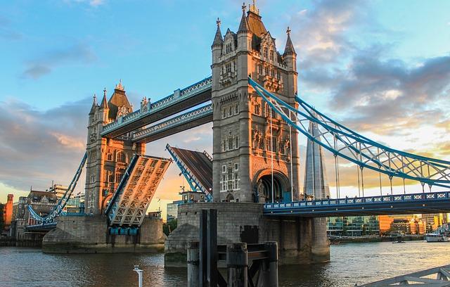 Tower Bridge via https://pixabay.com/en/tower-bridge-london-evening-980961/