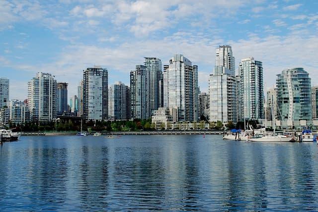 Vancouver via https://pixabay.com/photos/vancouver-british-columbia-1768956/