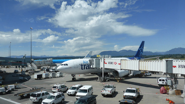 Vancouver Airport by https://www.flickr.com/photos/-jvl-/