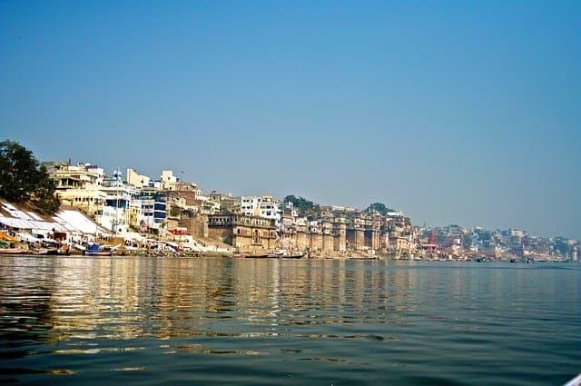 Varanasia via https://pixabay.com/photos/varanasi-river-india-religion-2371751/