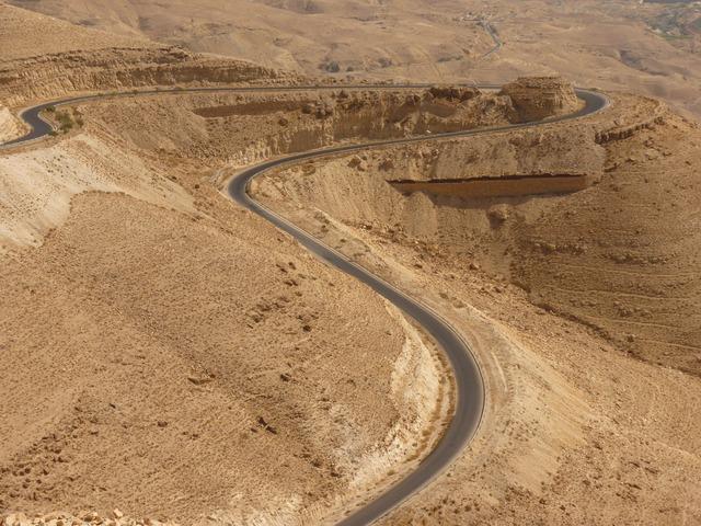 Wadi Mujib via https://pixabay.com/en/wadi-mujib-jordan-holiday-travel-2980/
