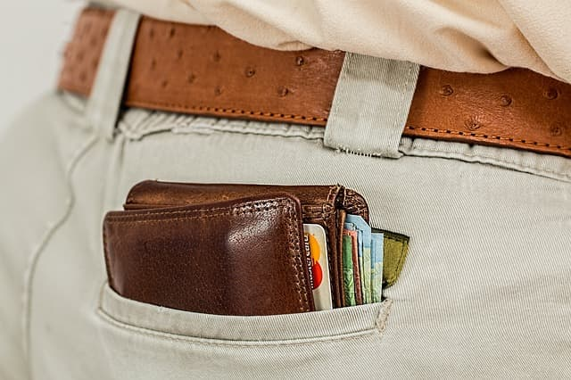 Wallet via https://pixabay.com/photos/wallet-cash-credit-card-pocket-1013789/
