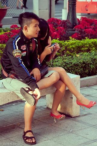 Couple in Saigon via https://pixabay.com/en/couple-lover-saigon-vietnam-254979/