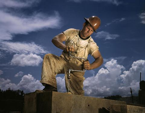 Carpenter at work By Alfred T. Palmer [Public domain], via Wikimedia Commons