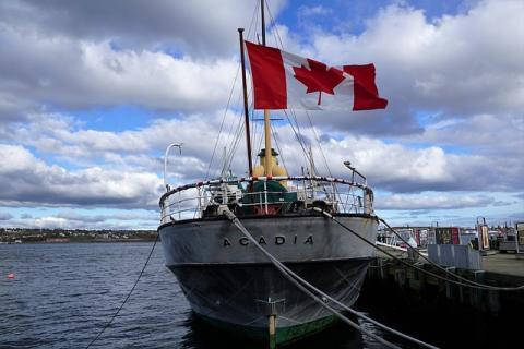 Acadia Yacht via https://pixabay.com/en/boot-canada-flag-halifax-sail-1907634/