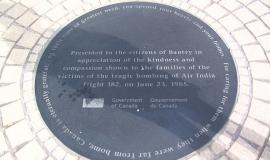 Plaque to Bantry By Eirik Raude [GFDL (www.gnu.org/copyleft/fdl.html) or CC-BY-SA-3.0 (http://creativecommons.org/licenses/by-sa/3.0/)], via Wikimedia Commons