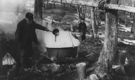 Boiling Maple Syrup By Edson, Norman [Public domain or Public domain], via Wikimedia Commons
