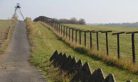 Border Fence By Cuchulainn (self-made photo / eigene Aufnahme) (Own work (Original text: Eigene Aufnahme)) [Public domain], via Wikimedia Commons