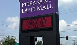 Pheasant Lane Mall By Jutras Signs [CC0], via Wikimedia Commons
