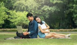 Filipinos via https://pixabay.com/en/fatigued-young-laptop-beautiful-1822655/
