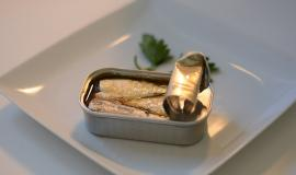 Fancy Sardines via https://pixabay.com/en/sardines-can-food-fish-power-825606/